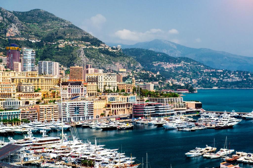 Coconut Club Vacations in Monaco